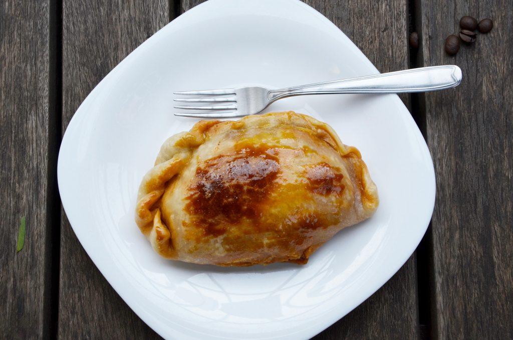 empanada en plato